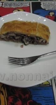 Tasca di pasta sfoglia con carne e radicchio
