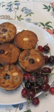 Muffin alle ciliegie e mandorle