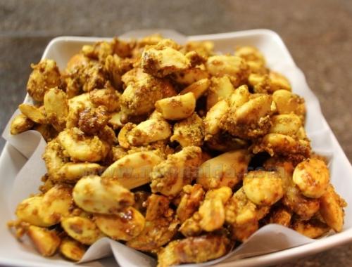 Mandorle sfiziose al curry e peperoncino